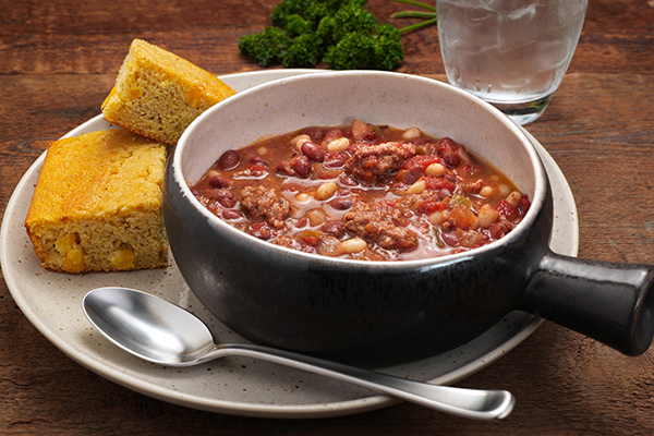 Red, White & Moo Chili Meal with Cornbread